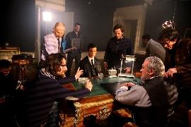 <strong>Les comédiens entourés des deux réalisateurs : Nicolas de Crépy et Vincent Medioni</strong><br/>&copy; Autofocus prod - Aurélien Faidy